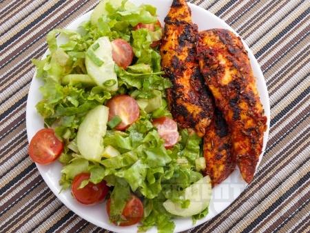 Пилешки филенца с доматено пюре и розмарин - снимка на рецептата